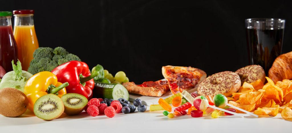 comida sana y comida rápida poco saludable