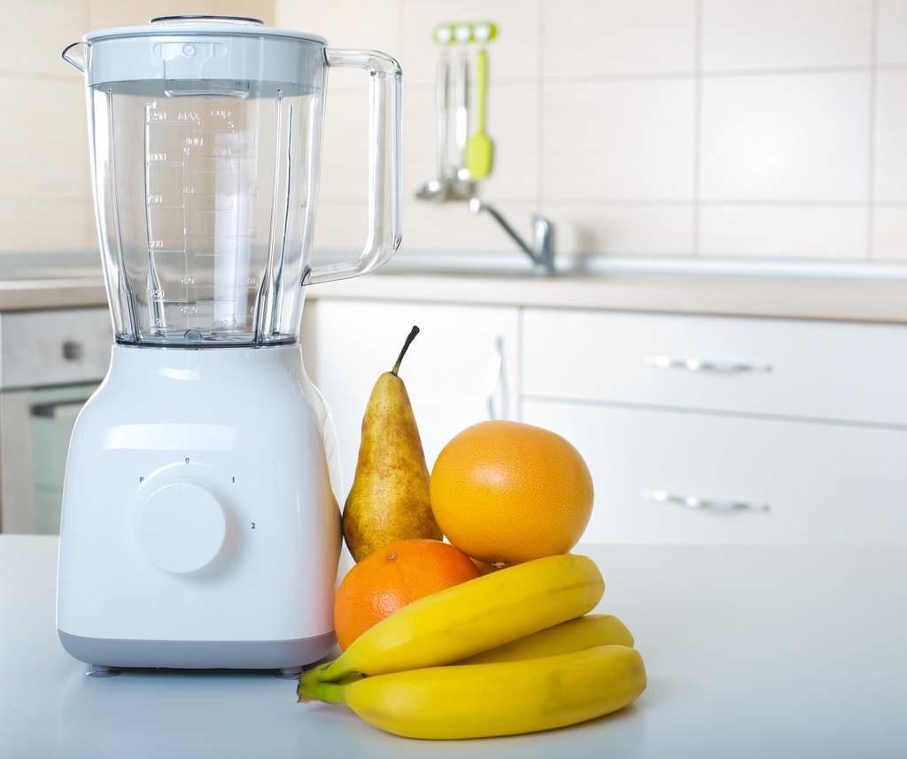 licuadora con frutas
